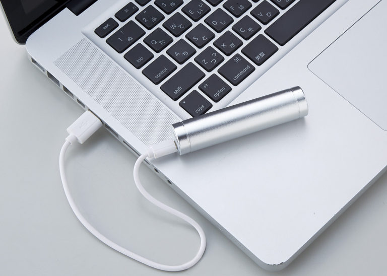 USBケーブルでPCから蓄電